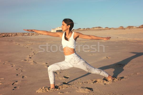 Ioga mulher jovem prática praia vida saudável Foto stock © hsfelix