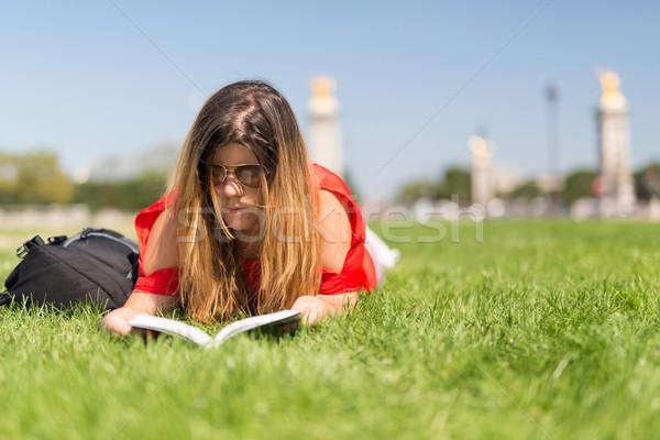 удачливый девушки Париж расслабляющая садов Сток-фото © hsfelix