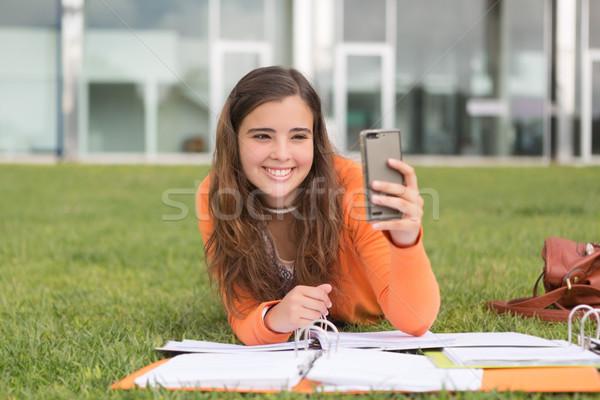 Vissza az iskolába fiatal nő tanul egyetem kampusz nő Stock fotó © hsfelix