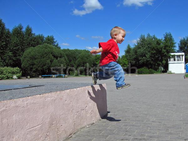 Kicsi gyermek ugrás hosszú jókedv energia Stock fotó © ia_64