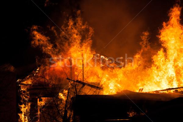 Ardente fogo chama casa telhado Foto stock © ia_64
