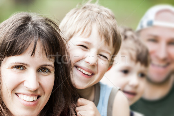 Ouders glimlachend paar weinig familie geluk Stockfoto © ia_64