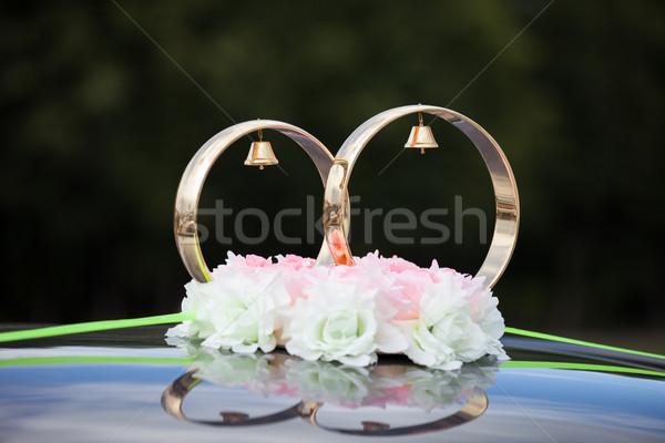 Goud ringen steeg bloemen bruiloft auto Stockfoto © ia_64