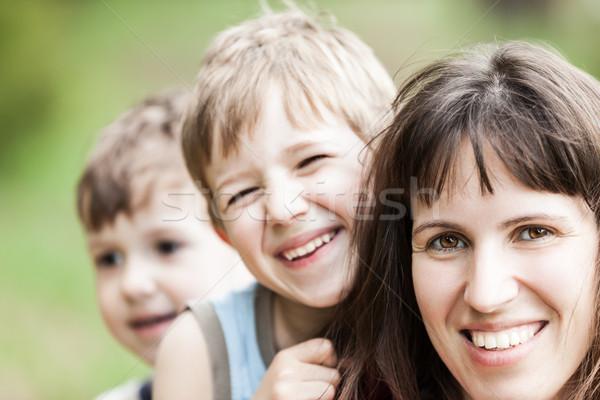 Matka uśmiechnięty mały rodziny szczęścia dziewczyna Zdjęcia stock © ia_64
