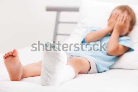 Küçük çocuk erkek sıva bandaj bacak Stok fotoğraf © ia_64