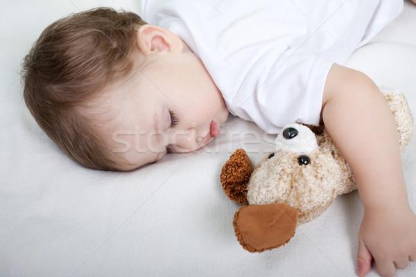 ребенок засыпает пряча голову Горелый Как