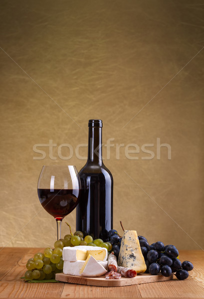 Red wine with cheese and blue grape snack Stock photo © icefront
