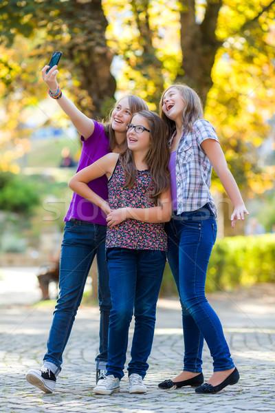 мобильного телефона девушки телефон счастливым Сток-фото © icefront