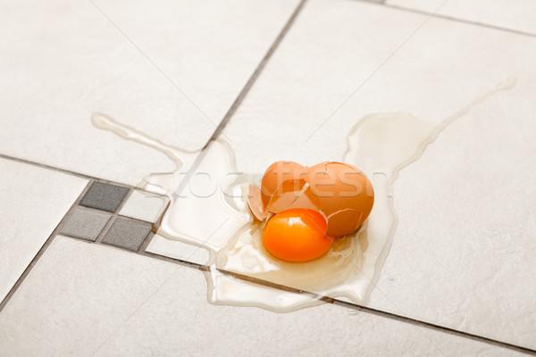 Сток-фото: сломанной · яйцо · полу · свежие · продовольствие · оболочки