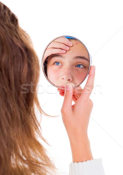Meisje naar spiegel tienermeisje schoonheid tiener Stockfoto © icefront