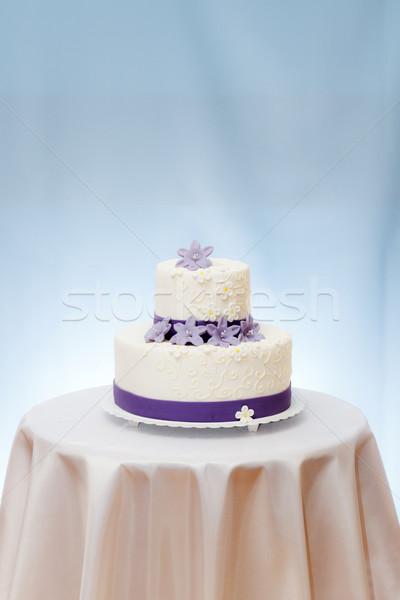 Esküvői torta asztal ibolya virág dekoráció copy space Stock fotó © icefront