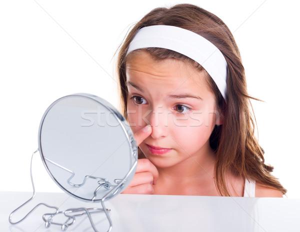 Ragazza ricerca teen girl guardando specchio faccia Foto d'archivio © icefront