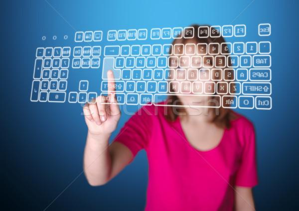 Lány kisajtolás belépés virtuális billentyűzet áll Stock fotó © icefront