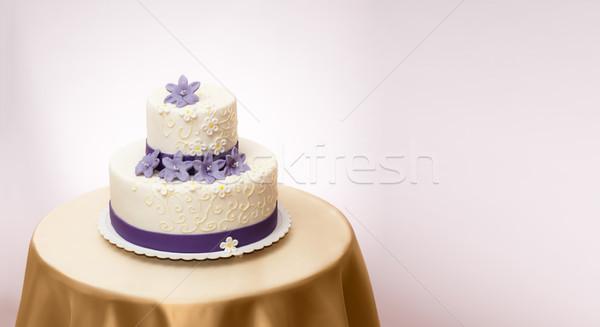 Fehér esküvői torta ibolya marcipán virág dekoráció Stock fotó © icefront