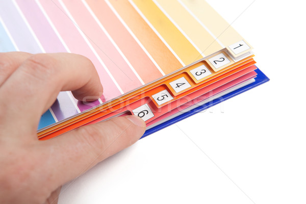 Catalogus menselijke hand wijzend bladwijzer papier boek Stockfoto © icefront