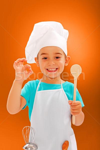 Derűs kicsi szakács mutat jó ízlés Stock fotó © icefront
