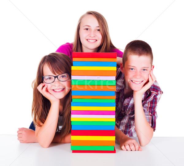 Adolescentes libro columna sonriendo colorido libros Foto stock © icefront