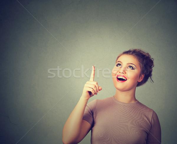 Vrouw denken wijzend vinger exemplaar ruimte Stockfoto © ichiosea