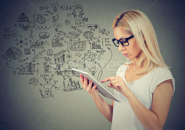 Stok fotoğraf: Genç · kadın · kadın · bilgisayar · Internet · çalışmak
