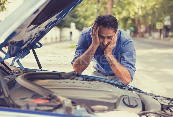 Homem carro quebrado olhando fracassado motor Foto stock © ichiosea