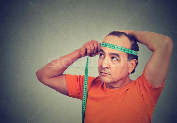 Közelkép középkorú férfi mér fej férfi test Stock fotó © ichiosea