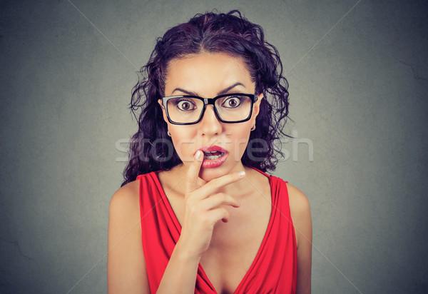 Fiatal nő néz kamera lány arc divat Stock fotó © ichiosea