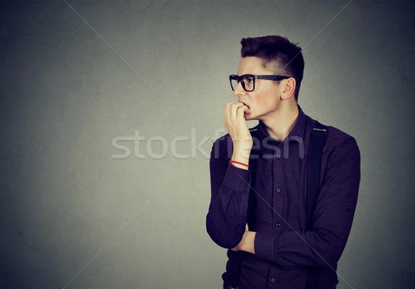 Niespokojny człowiek młody człowiek patrząc Zdjęcia stock © ichiosea