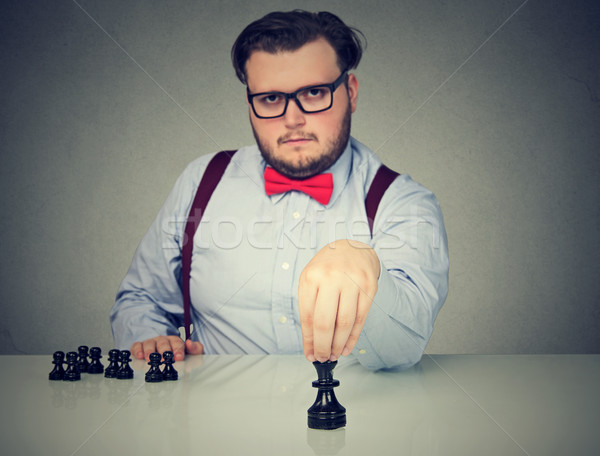 Sério homem de negócios jogar xadrez jogo jovem Foto stock © ichiosea