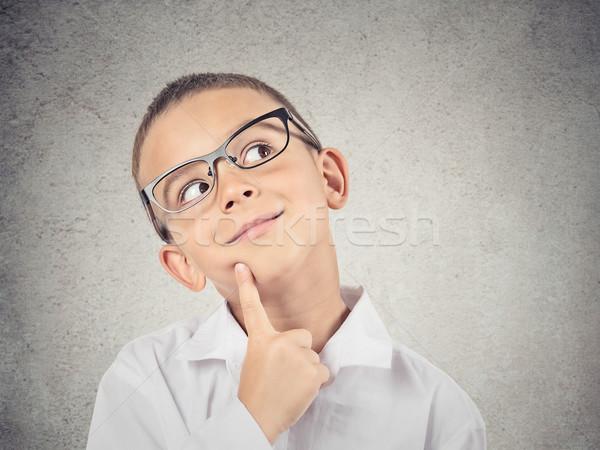 Fiú gondolkodik álmodozás közelkép portré gyermek Stock fotó © ichiosea