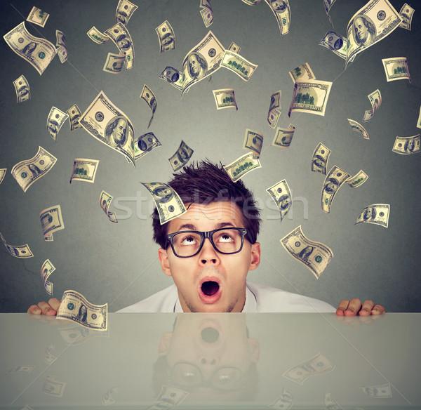 Verwonderd man geld regen tabel business Stockfoto © ichiosea