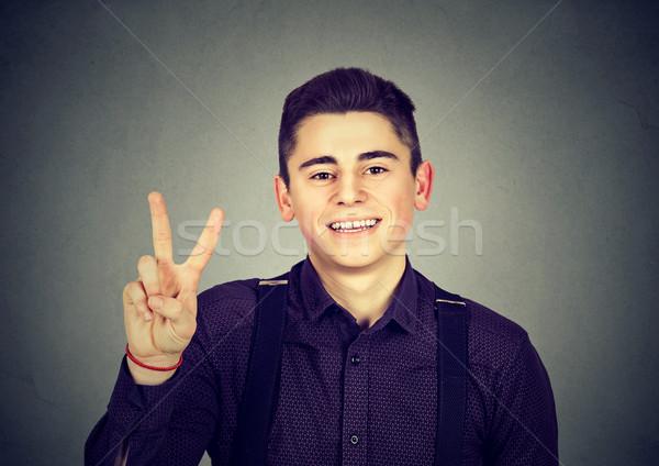 Gelukkig vent tonen overwinning vrede Stockfoto © ichiosea