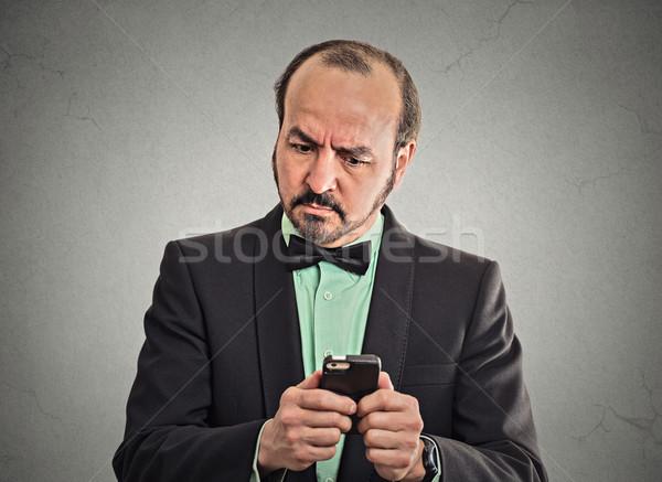 Onzeker verward zakenman naar smartphone Stockfoto © ichiosea