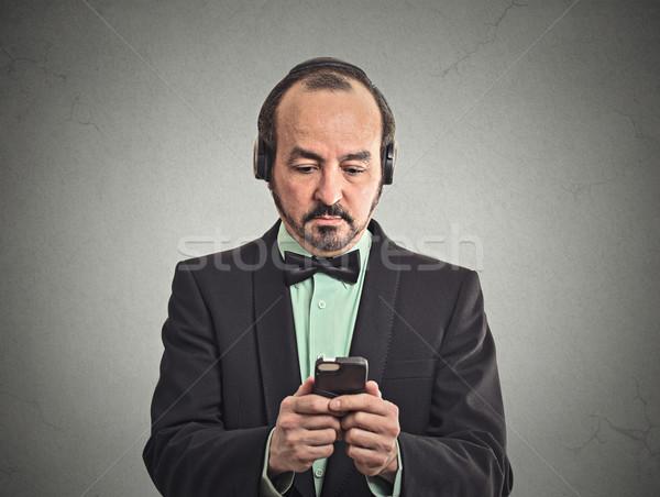 男 音楽を聴く スマートフォン ペア ヘッドホン 肖像 ストックフォト © ichiosea