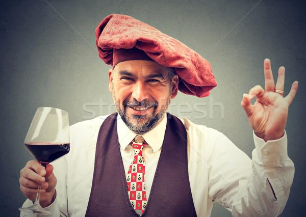 Feliz elegante hombre vidrio vino tinto Foto stock © ichiosea