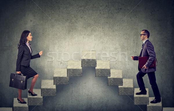 Młodych business woman człowiek w górę klatka schodowa kariery Zdjęcia stock © ichiosea