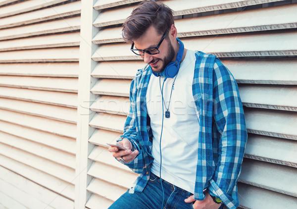 Zdjęcia stock: Elegancki · nowoczesne · człowiek · smartphone · odkryty