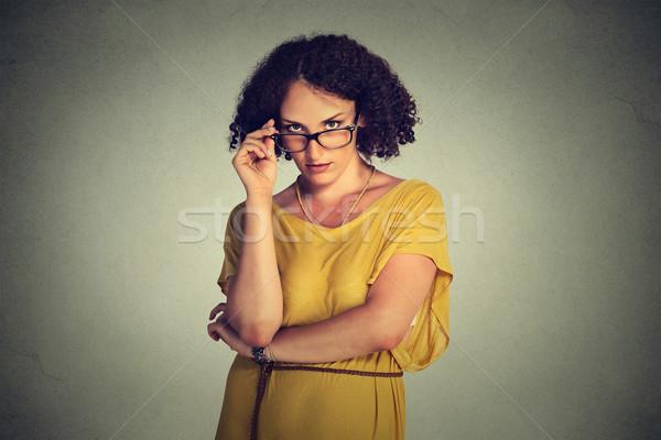 Zangado sério mulher óculos amarelo vestir Foto stock © ichiosea