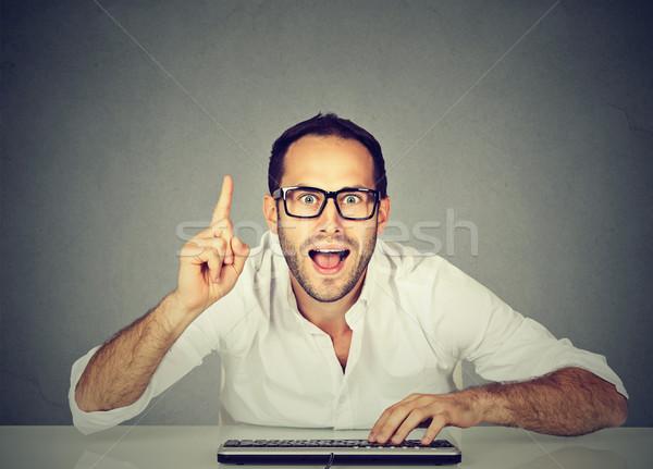 компьютер geek молодым человеком ответ бизнеса улыбка Сток-фото © ichiosea