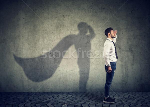 Trotzen Mann posiert Seitenansicht schauen Stock foto © ichiosea