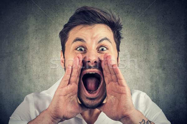 Primer plano alterar enojado hombre manos cerca Foto stock © ichiosea