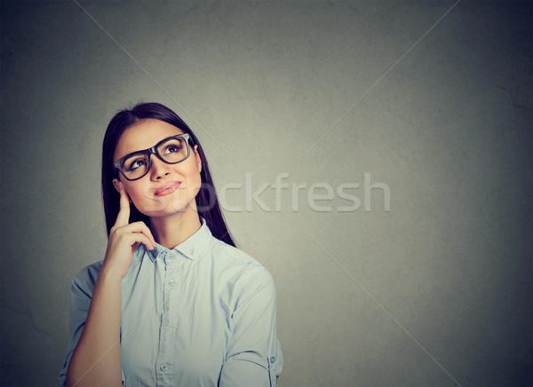Portré boldog nő gondolkodik felfelé néz izolált Stock fotó © ichiosea