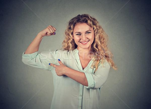 Jovem feliz mulher músculos força Foto stock © ichiosea