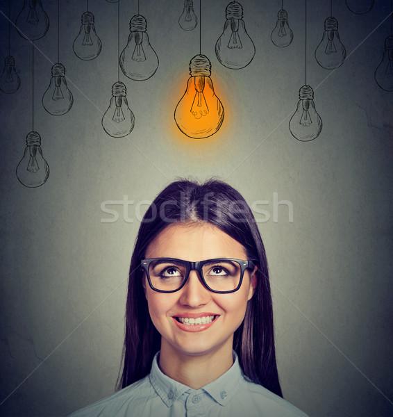 Opgewonden vrouw bril heldere gloeilamp Stockfoto © ichiosea