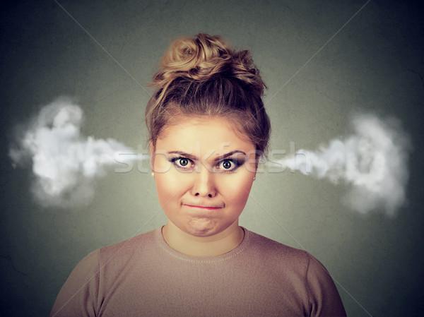 Colère jeune femme vapeur sur oreilles Photo stock © ichiosea