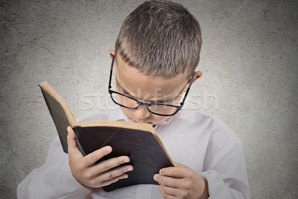 Chłopca trudność przeczytać tekst wizji problemy Zdjęcia stock © ichiosea