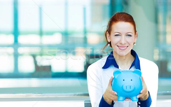 Mujer de negocios alcancía primer plano retrato feliz Foto stock © ichiosea