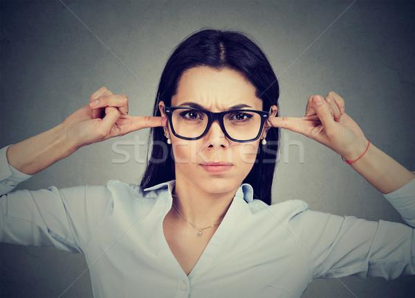 Zły kobieta kłosie palce twarz tle Zdjęcia stock © ichiosea