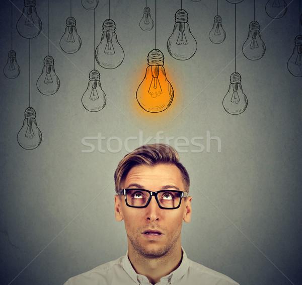 Nadenkend man bril licht idee lamp Stockfoto © ichiosea