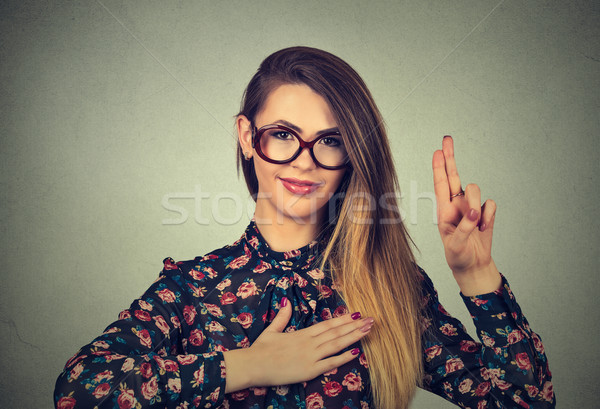 Fiatal nő szemüveg készít ígéret izolált szürke Stock fotó © ichiosea