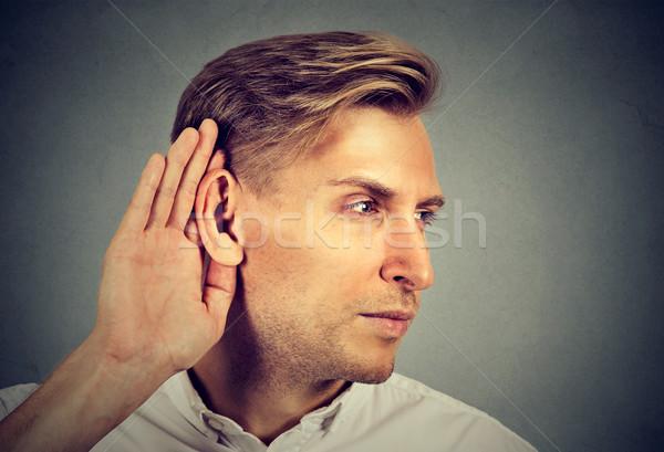 Kant profiel man hand oor voorzichtig Stockfoto © ichiosea